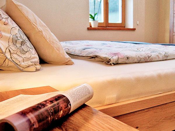 Detailaufnahme des Schlafzimmers der Ferienwohnung Augenweide.