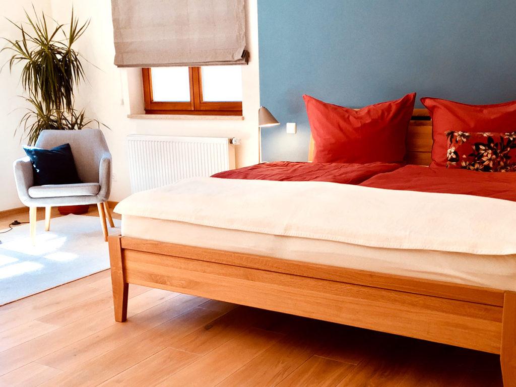 Schlafzimmer der Ferienwohnung Naturkino im Haus Lichteck.